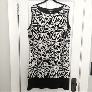 Black & white sheath dress with banded hem 22W